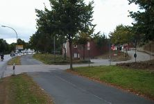 Zufahrt zur Feuerwache vom Ostring Blickrichtung Kreuzung / Schloß